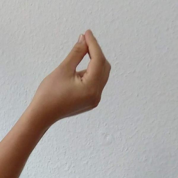 Mit dem finger auf jemanden zeigen bedeutung